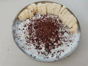 Best oatmeal with banana recipe with shredded chocolate as an additional toppings